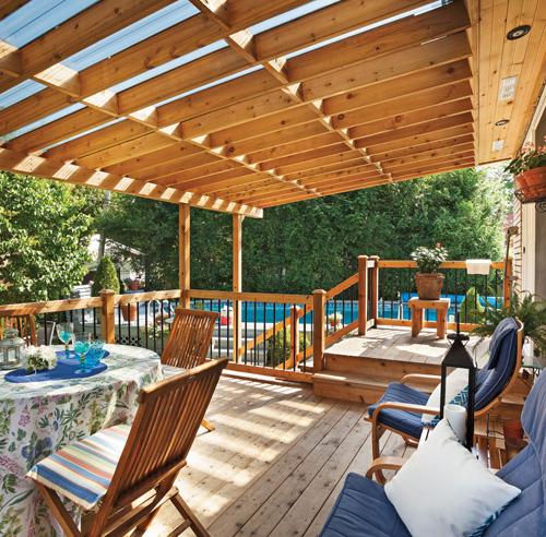 Rallonge trois saisons pour le patio patio for Modele de patio exterieur en bois