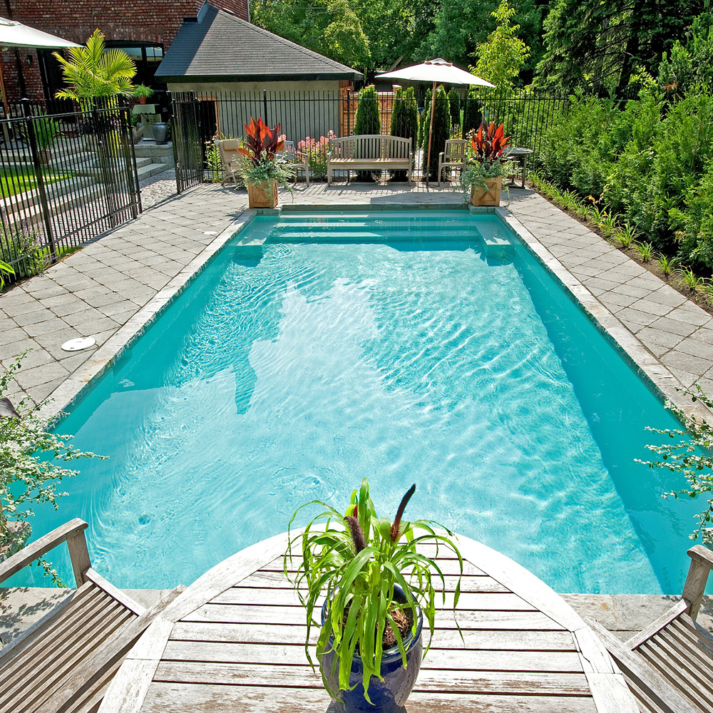 Tendance pur e pour le coin piscine cour inspirations for Tendance piscine