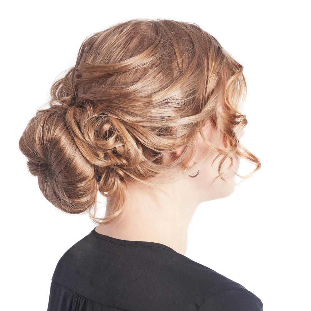 Chignon bas avec frange sur le c t chignon bas coiffure chignon pictures to pin on pinterest Chignon mariee bas