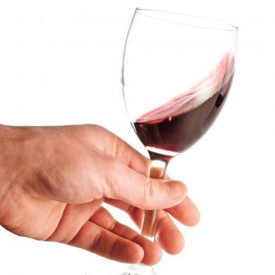 doit on tenir sa coupe de vin par le pied vin bi re et. Black Bedroom Furniture Sets. Home Design Ideas