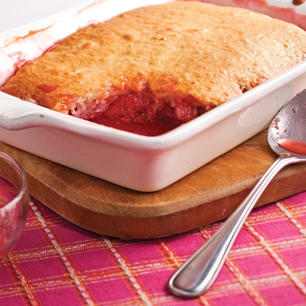 pouding aux fraises et rhubarbe recettes cuisine et nutrition pratico pratique. Black Bedroom Furniture Sets. Home Design Ideas