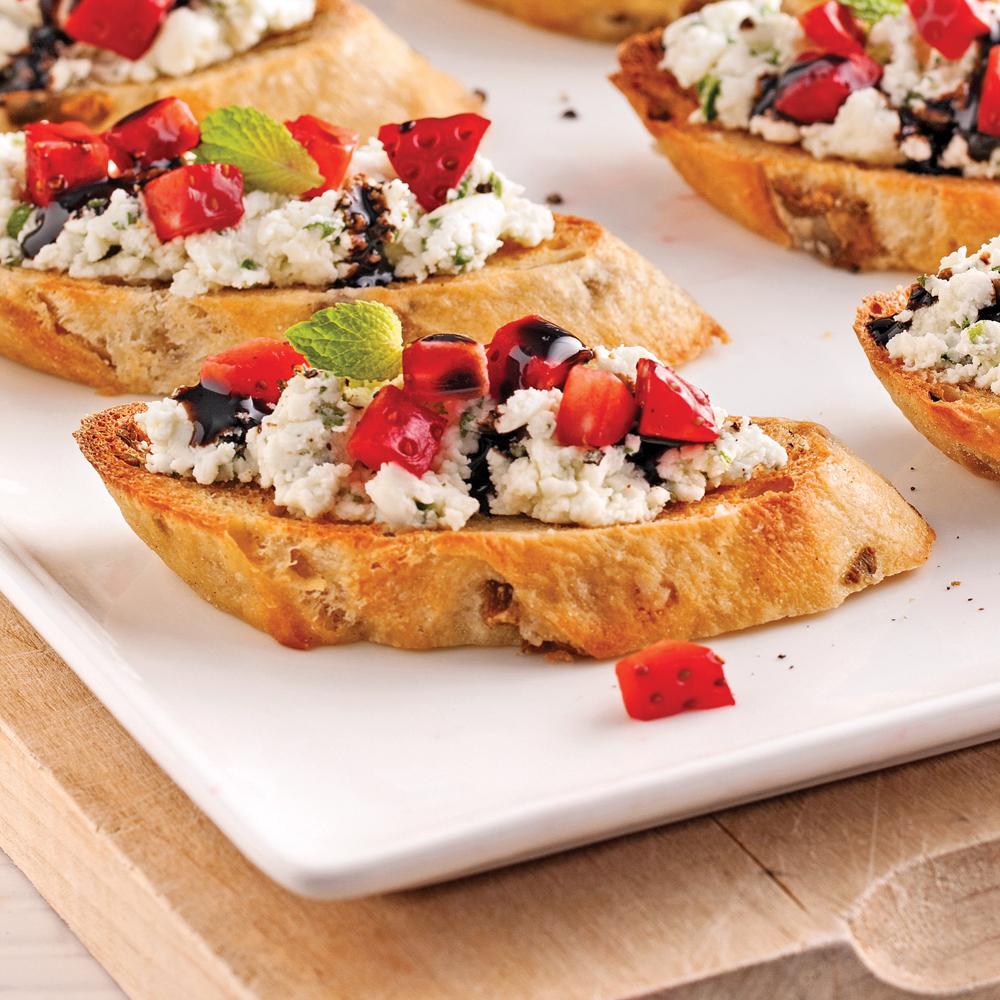 canap s au fromage de ch vre et fraises recettes