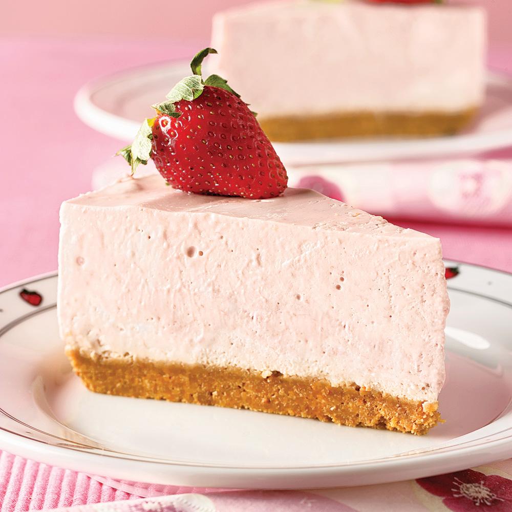 g teau au fromage et aux fraises desserts recettes 5 15 recettes express 5 15 pratico. Black Bedroom Furniture Sets. Home Design Ideas