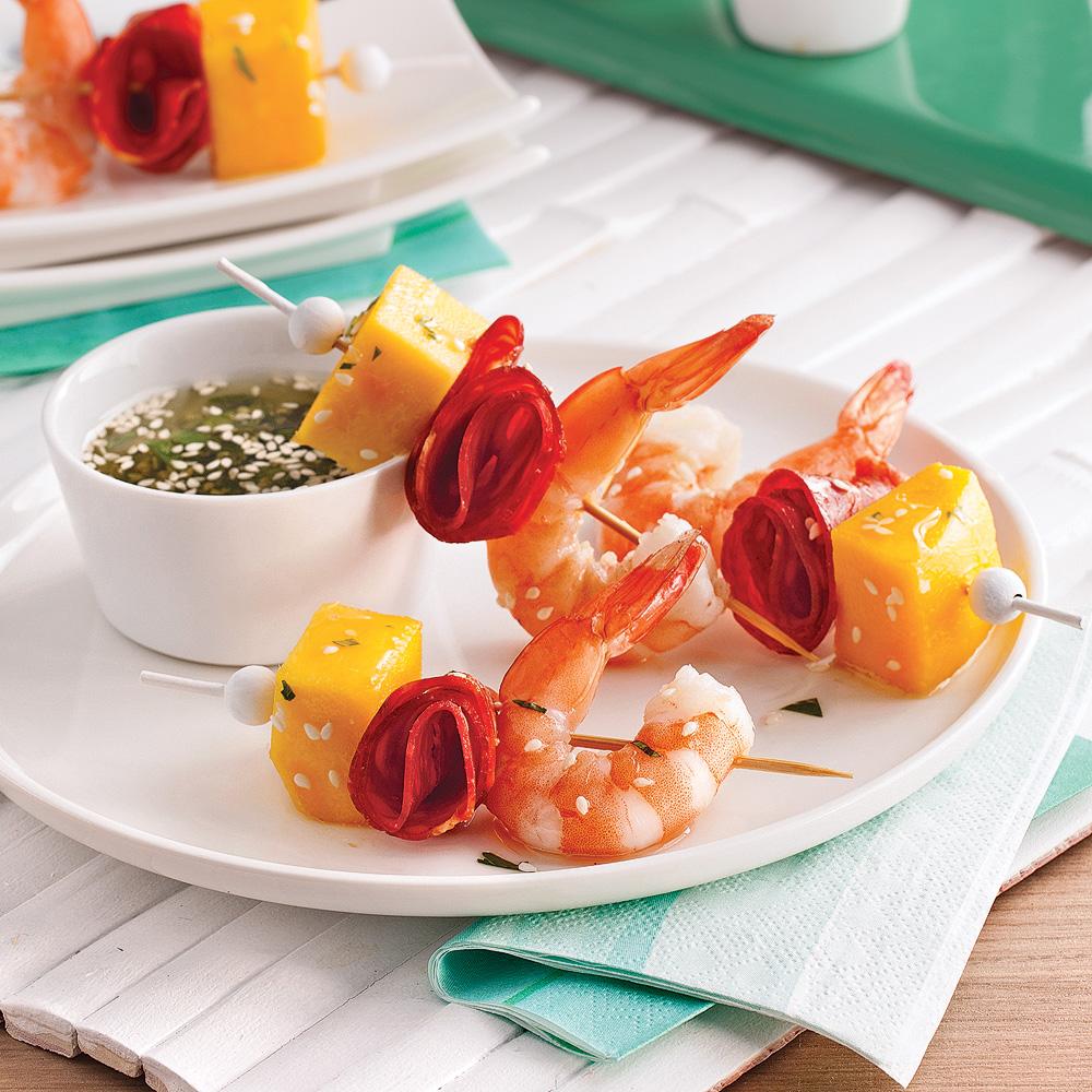mini brochettes aux crevettes mangue et chorizo recettes cuisine et nutrition pratico. Black Bedroom Furniture Sets. Home Design Ideas