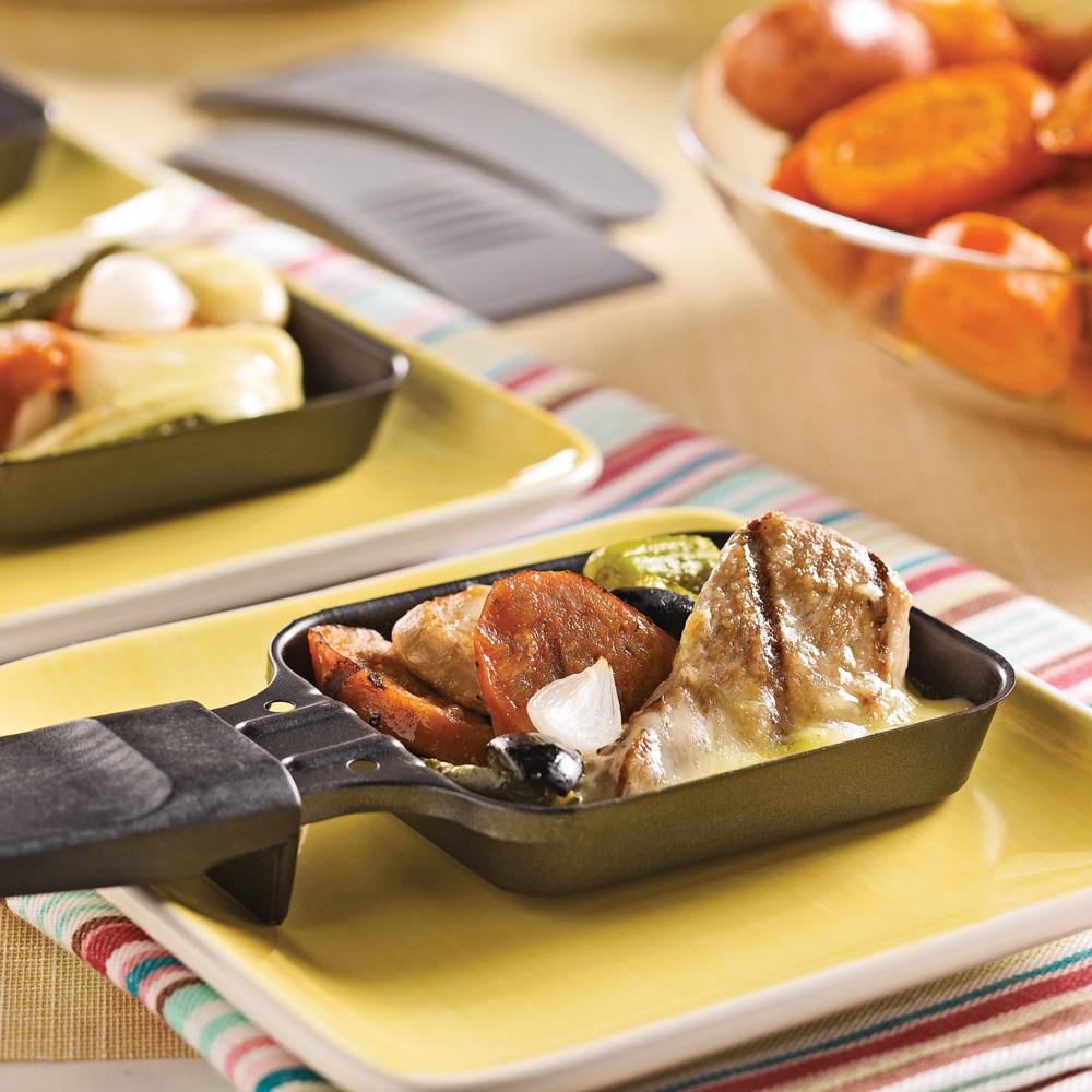 raclette aux saucisses italiennes et filets de porc recettes cuisine et nutrition pratico. Black Bedroom Furniture Sets. Home Design Ideas