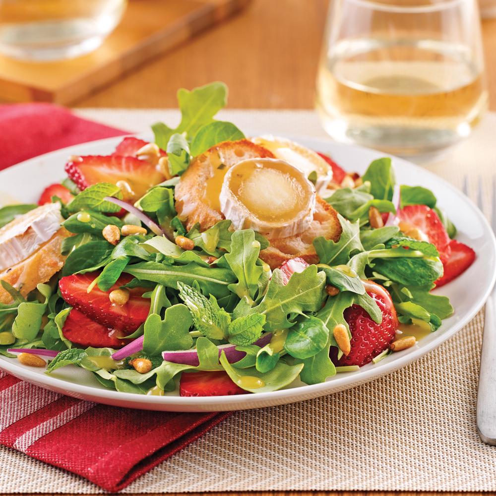 salade de ch vre chaud et fraises recettes cuisine et. Black Bedroom Furniture Sets. Home Design Ideas
