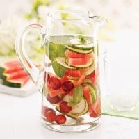 Détox: tombez en amour avec nos eaux vitaminées maison!