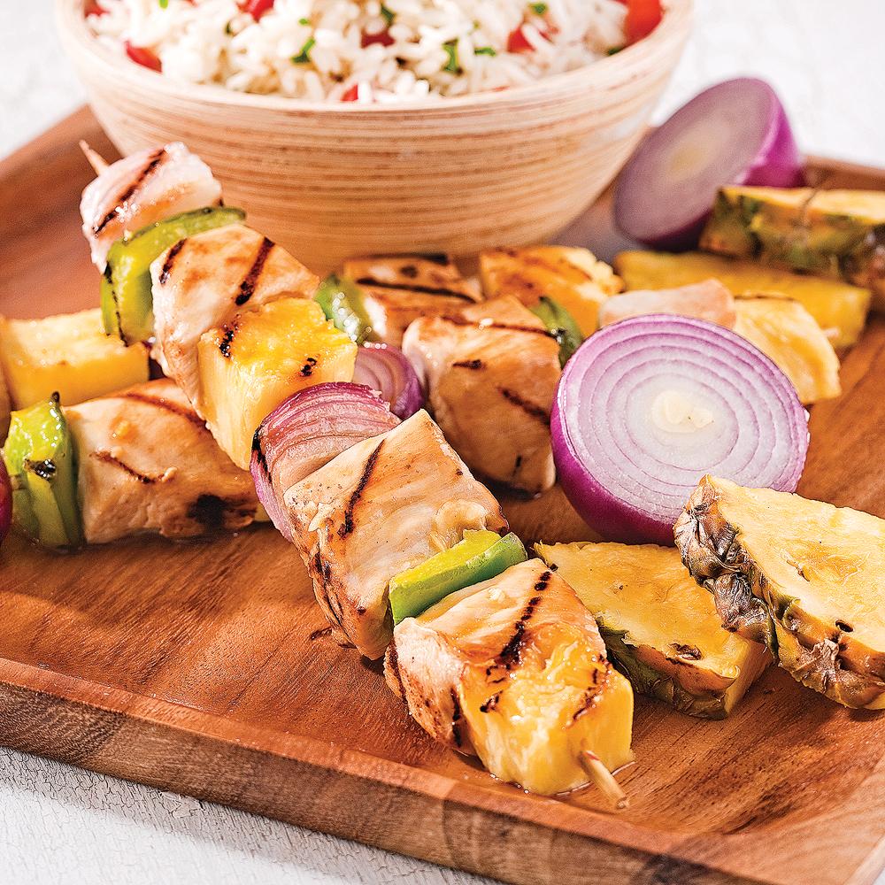 Brochettes de poulet et ananas au gingembre soupers de semaine recettes 5 15 recettes - Brochettes aperitives sans cuisson ...