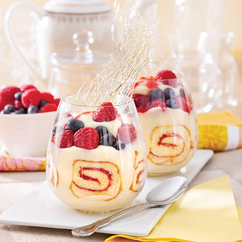 Verrines au g teau roul et petits fruits desserts for Dessert aux fruits en verrine